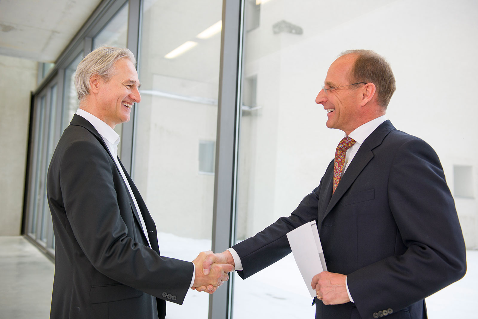 Dr. Christoph Starzer Handshake mit Kunde
